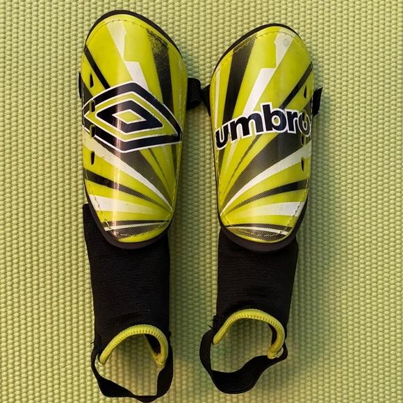 Umbro Arturo Youth Soccer Shin Guards